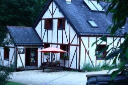 La maison et le fournil vus de l'entrée