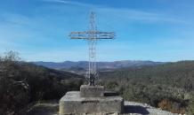 Croix surplombant la vallée