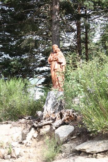 Saint Joseph veille sur le chantier de la future abbaye